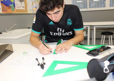 Alumno-en-aula-de-dibujo-sorolla
