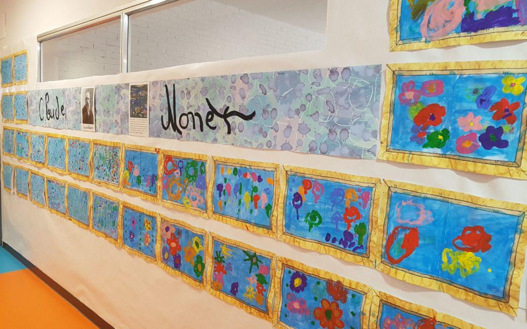 Obras de arte de la pintura en los pasilllos de infantil