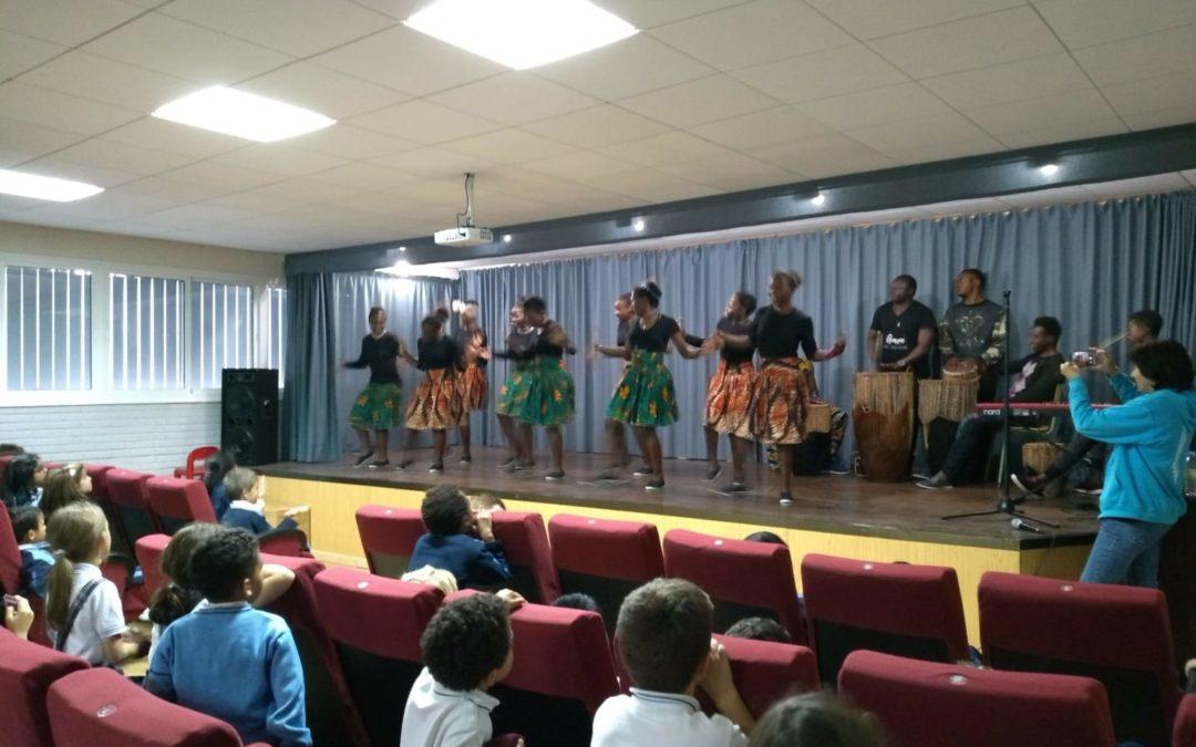 Actuación del coro solidario Safari